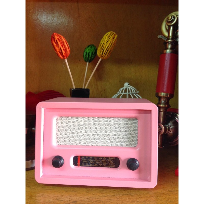 Nostaljik Görünümlü Ahşap Pembe Radyo